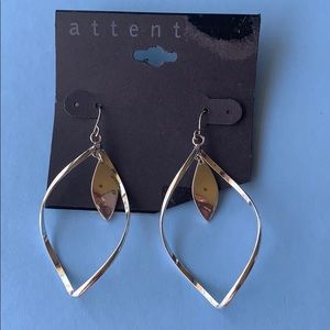 Attention earrings silver color